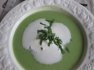 Wild garlic green soup